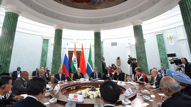 Los BRICS condenan la introducción de sanciones contra Rusia