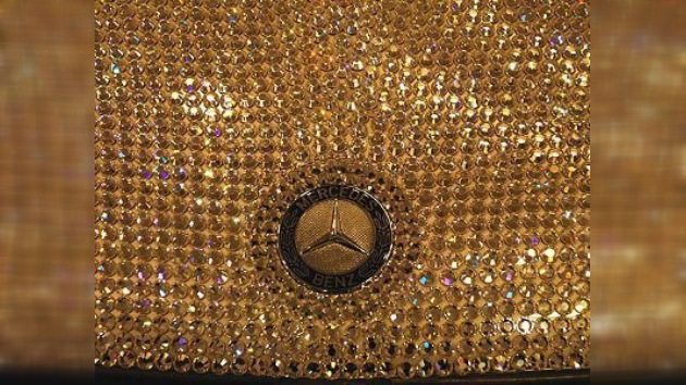 Un Mercedes Benz cristalizado con Swarovski se luce en Madrid