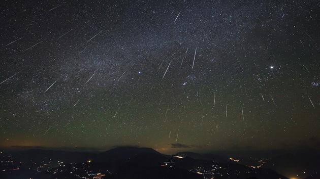 Una espectacular doble lluvia de estrellas ilumina el hemisferio sur
