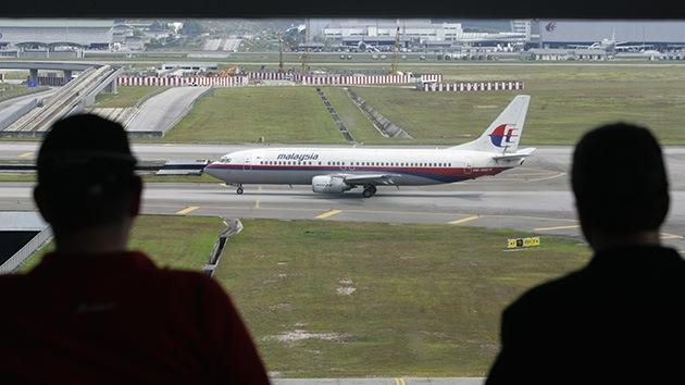 Cinco pasajeros no embarcaron en el avión de Malasia que desapareció con 239 personas