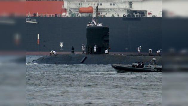 La llegada de un submarino británico a las Malvinas 'planea' sobre la visita de Guillermo