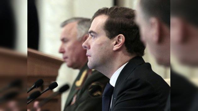 Medvédev: Rusia no se dejará envolver en carrera armamentista