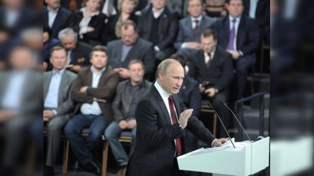"""Putin: """"Tenemos que fortalecer las instituciones de la democracia"""""""