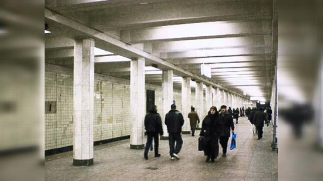 Encuentran un falso artefacto explosivo en el metro de Moscú