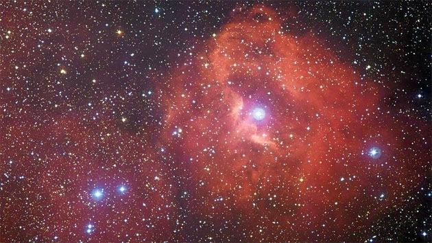 Video: Captan impresionantes imágenes de una nebulosa imperceptible a simple vista