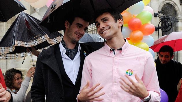 ¿Celebrarán matrimonios gays los templos religiosos en el Reino Unido?