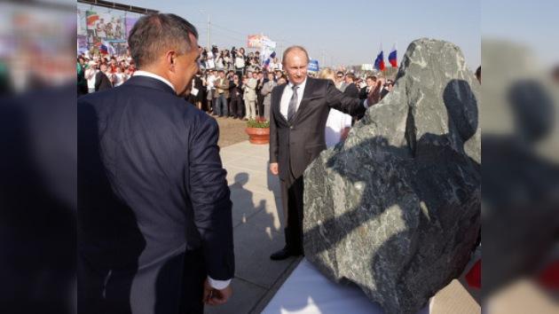 Putin puso la primera piedra de un nuevo estadio de fútbol