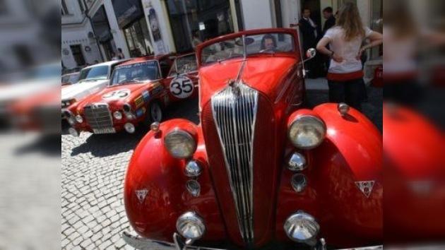 Moscú vuelve a ser testigo de la carrera de autos clásicos