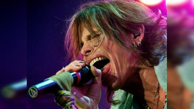 El cantante de Aerosmith se deja los dientes en Asunción antes de su concierto