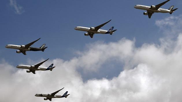 Video: Impresionante vuelo en formación de 5 nuevos aviones de Airbus