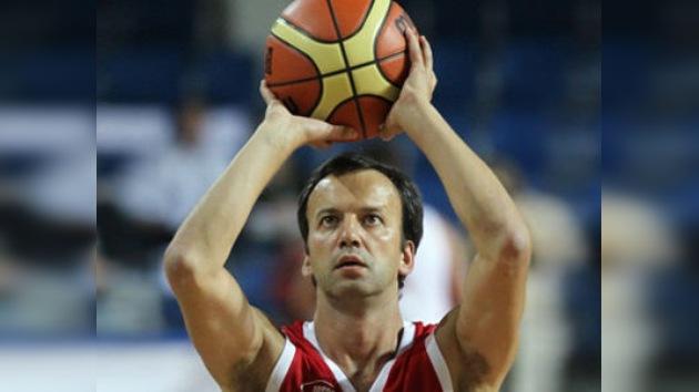 Famosos juegan un partido de baloncesto por las víctimas del Volga