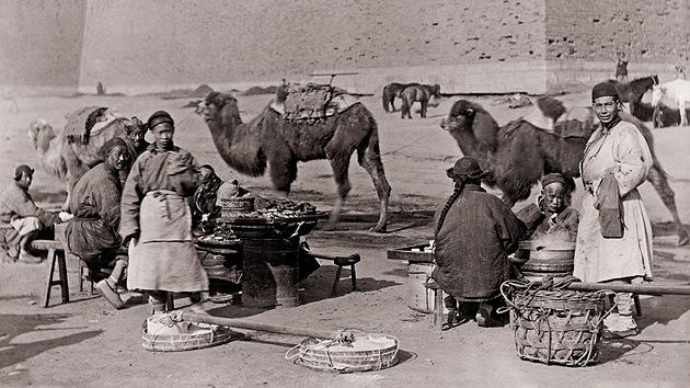 Chamanes y sufragistas en las fotos nunca vistas de la China de hace 100 años