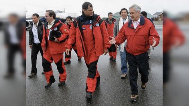 Piñera y Correa visitaron sus bases científicas en la Antártida