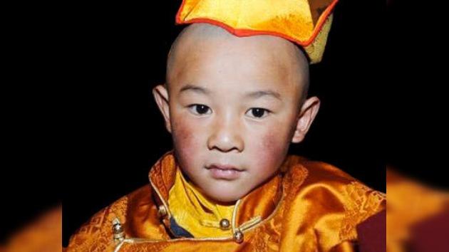 Eligen a la reencarnación del quinto Buda Viviente en el Tíbet