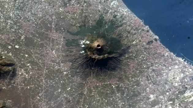 El Vesubio más imponente, a vista de satélite