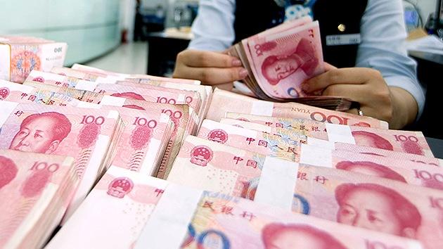 ¿El declive del dólar? El yuan seduce a Europa