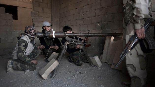 Reino Unido suministrará vehículos blindados a los rebeldes sirios