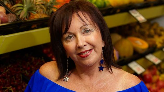Mujer afirma que curó su cáncer siguiendo una dieta vegana y bebiendo zumos