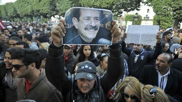 El primer ministro de Túnez promete disolver el Gobierno