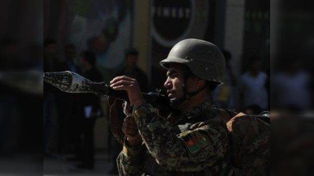 Los talibán encienden Afganistán: tiroteos y explosiones en embajadas y bases de la OTAN