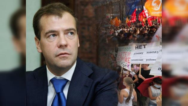 Medvédev defiende los derechos de los manifestantes