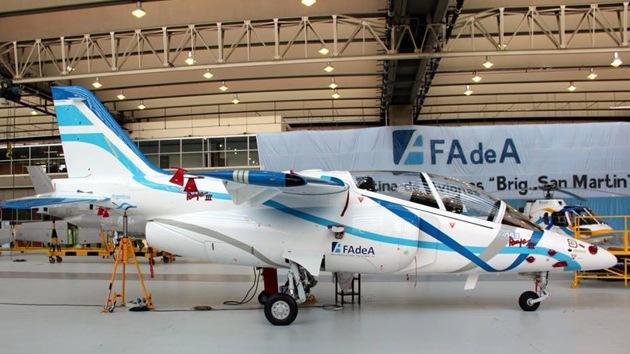 Argentina presenta el primer prototipo del avión de entrenamiento IA-63 Pampa III