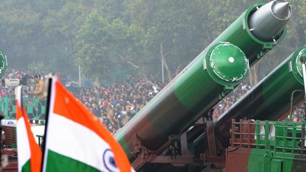 India hace el primer lanzamiento mundial de salvas de misiles de crucero supersónicos