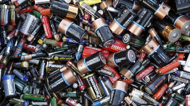 Inventan pilas desechables que pueden durar décadas