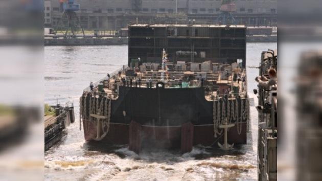 En San Petersburgo botan una central electroatómica flotante