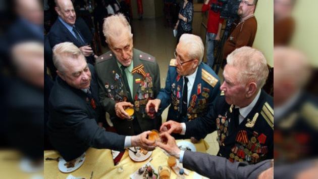Reciben en Moscú a los veteranos extranjeros