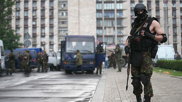 El presidente interino de Ucrania bloquea parcialmente la frontera con Rusia