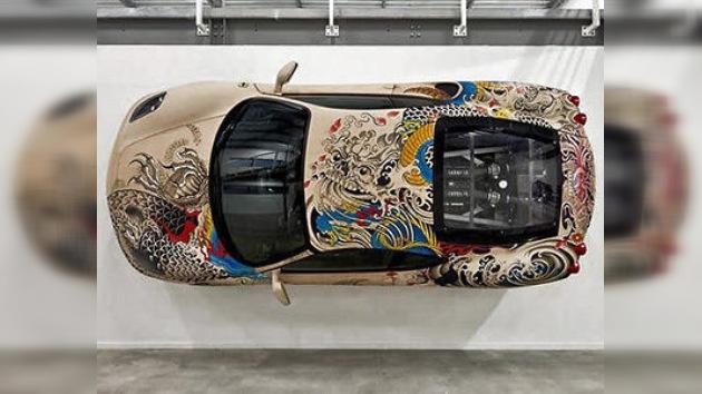 Tatuajes sobre ruedas, un Ferrari con mucho arte