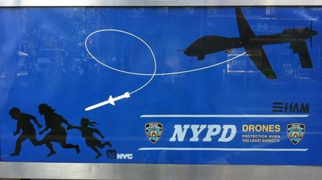 Detienen al artista que colocó carteles críticos con los drones en Nueva York