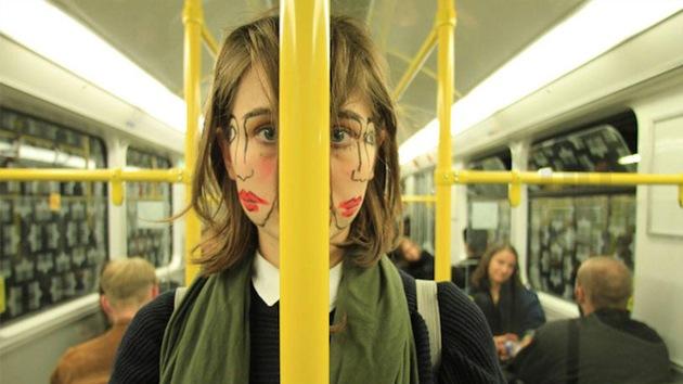 Arte dual: un día cualquiera en la vida de la mujer de doble cara