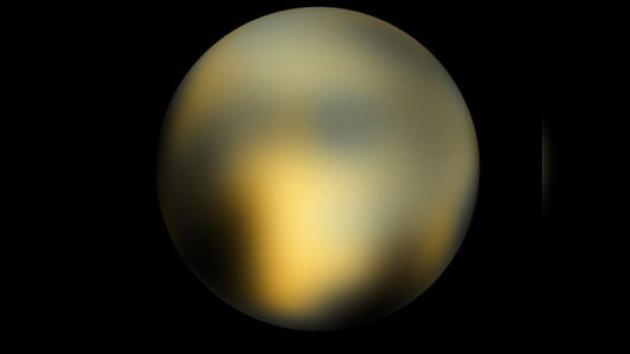 Hallan en Plutón rastros de la 'piedra basal' de la vida