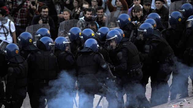 14-N: Varios heridos tras violenta carga policial frente al Parlamento portugués