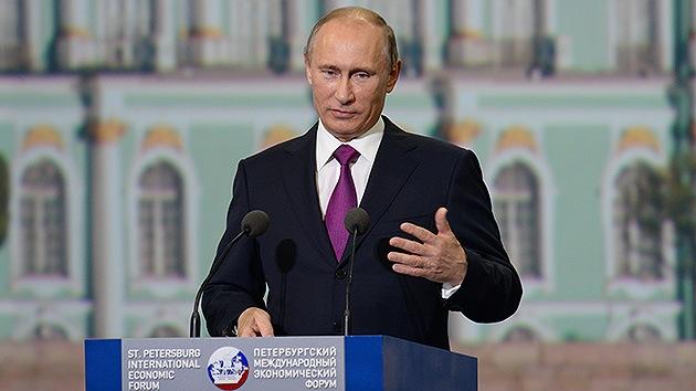 Putin: Occidente no puede explicar por qué apoya a las fuerzas vinculadas con Al Qaeda