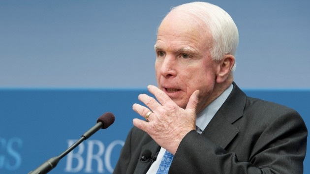 """McCain: EE.UU. va a tener la """"frontera más militarizada"""" desde la caída del Muro de Berlín"""