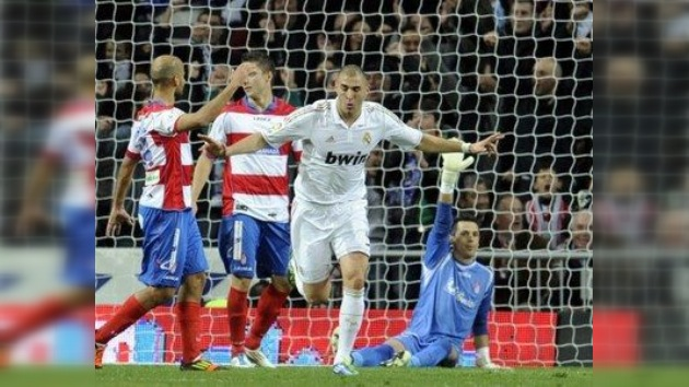 Benzema ilumina al Real Madrid ante el Granada en la primera goleada blanca del 2012