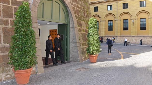 Futuro incierto del Banco Vaticano: ¿Quién gestionará los activos de la Santa Sede?