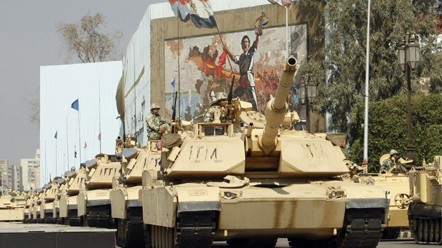 Egipto planea desplegar aviones y tanques en la península del Sinaí