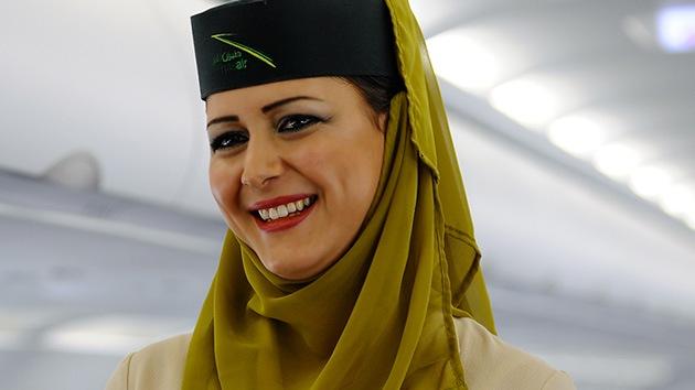 Vuelo con velo: las azafatas egipcias podrán llevar el hiyab en los aviones