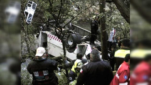 México: mueren 11 pasajeros de un microbús al caer por un barranco