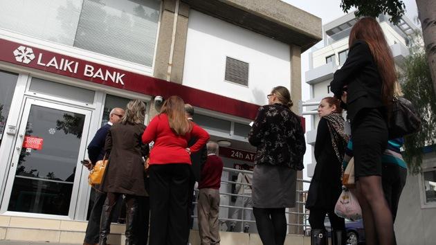 El límite de retirada de efectivo en los bancos de Chipre es de 100 euros diarios