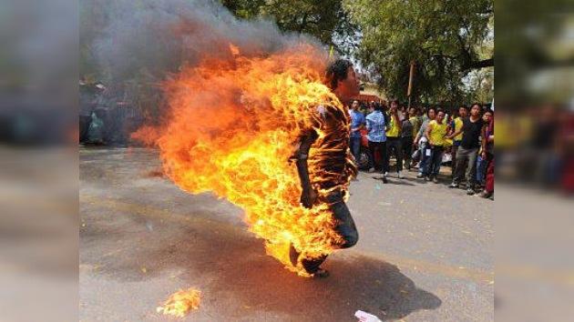 El Tíbet 'arde' en la India contra la visita del presidente chino a Nueva Delhi (Imágenes)