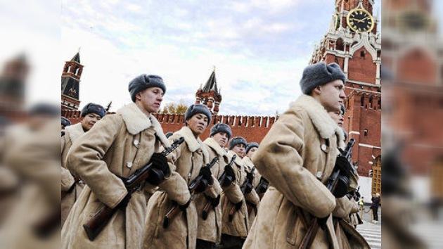 Recrean el desfile militar de hace 70 años en la Plaza Roja