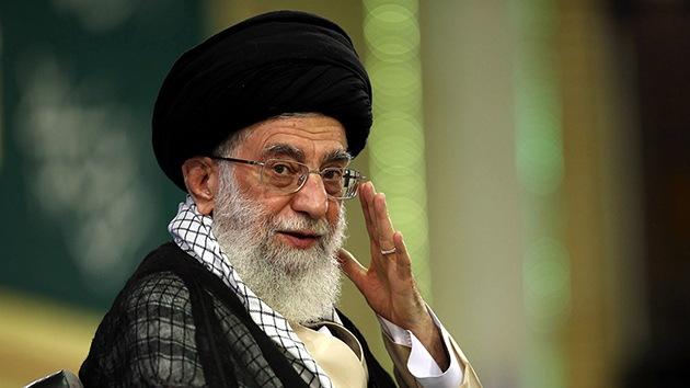 """Jameneí: """"EE.UU. quiere usar al Estado Islámico como pretexto para entrar en Irak y Siria"""""""