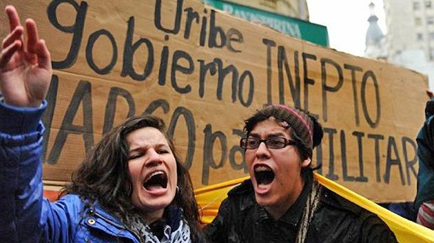 FOTOS: Colombianos en Argentina protestan contra Uribe