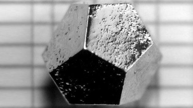 Científicos crean por accidente asombrosos cuasicristales