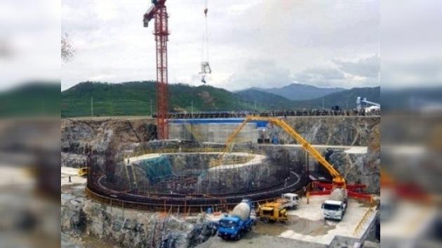 Corea del Norte muestra a EE. UU. una planta de enriquecimiento de uranio